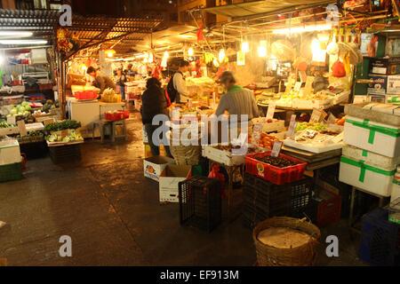 Hong Kong. 29th Jan, 2015. Chinese New Year: A Hong Kong market in the run-up to the Lunar New Year © Robert SC - Stock Photo