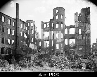 The photo by famous photographer Richard Peter sen. shows the ruins of the graphic buildings in the Lindenaustraße - Stock Photo