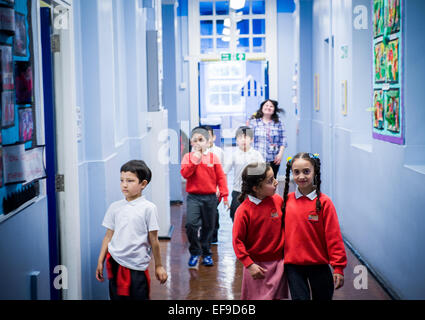 Children walking through corridor between lessons   Primary School, London UK - Stock Photo