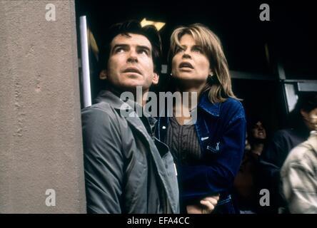 PIERCE BROSNAN, LINDA HAMILTON, DANTE'S PEAK, 1997 - Stock Photo