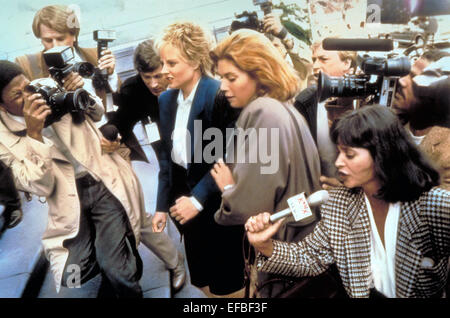 jodie foster jonathan kaplan kelly mcgillis the accused   jodie foster kelly mcgillis the accused 1988 stock photo