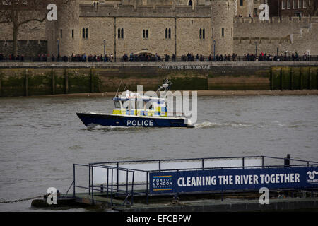 London, UK. 30th Jan, 2015. The Metropolitan Police Service Police Launch  - Gabriel Franks 2 (MP3), passes in front - Stock Photo