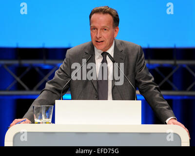 Bremen, Germany. 01st Feb, 2015. Prof. Stefan Homburg of the University of Hanover gives a guest lecture on the topic 'Reform of income taxation' at the 3rd party conference of the Alternative fuer Deutschland (AfD) party in Bremen, Germany, 01 February 2015. The three-day party conference ends in the afternoon. PHOTO: INGO WAGNER/dpa/Alamy Live News