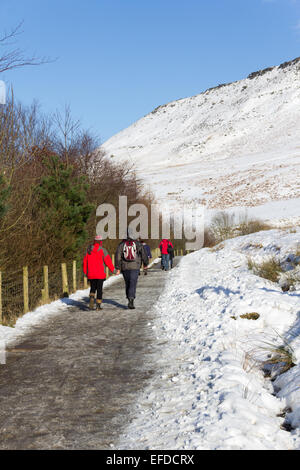 UK Weather. Dove Stone reservoir, Oldham. 1st February 2015.  After a week of strong winds and periods of snow, - Stock Photo