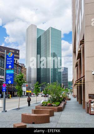 View down Liberty Avenue towards Four Gateway Center in downtown Pittsburgh, Pennsylvania, USA - Stock Photo