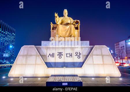 King Sejong Statue in Gwanghwamun Plaza. - Stock Photo