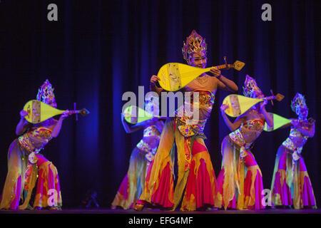 Dhaka, Bangladesh. 3rd Feb, 2015. A Chinese cultural troupe enthralls Dhaka audience performing dance, music, magic - Stock Photo