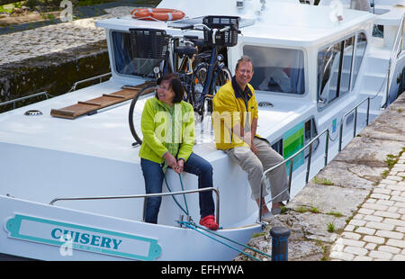 Houseboat in the Doubs-Rhine-Rhone-channel at Lock 43 Douvot, PK 99, Doubs, Region Franche-Comte, France, Europe - Stock Photo