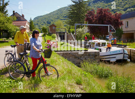 Houseboat in the Doubs-Rhine-Rhone-channel at Lock 42 near Ougney, PK 101, Doubs, Region Franche-Comte, France, - Stock Photo