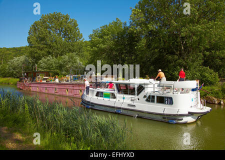 Houseboat in the Doubs-Rhine-Rhone-channel at Double lock 54-55 Rancenay, PK 63, Doubs, Region Franche-Comte, France, - Stock Photo