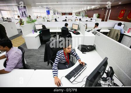 (150205) -- BENGALURU, Feb. 5, 2015 (Xinhua) -- Employees work at Huawei's new research and development center in - Stock Photo