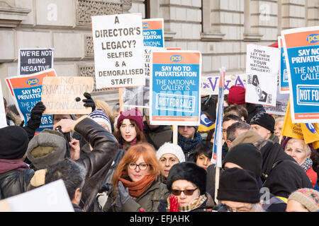 London, UK. 5th February, 2015. Staff at the National Gallery hold a rally and march to the Department for Culture, - Stock Photo