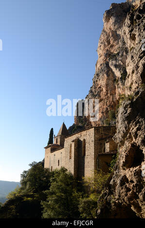 Notre Dame de Beauvoir Chapel (1336-1361) Perched on a Cliff-face Above Moustiers or Moustiers-Sainte-Marie Provence - Stock Photo