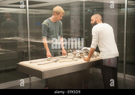 EX MACHINA 2015 Universal Pictures film with Oscar Isaac (at right) and Domhnall Gleeson - Stock Photo