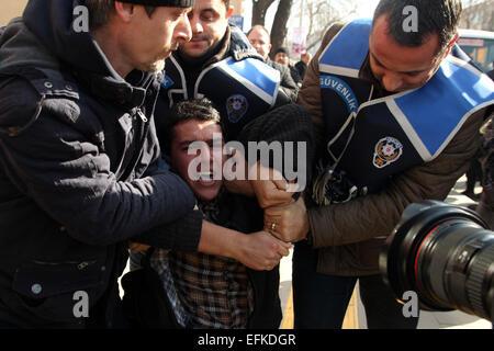 Ankara, Turkey. 6th Feb, 2015. Feb.06, 2015 -Turkish police arrested people coming Ankara from Istanbul to denounce - Stock Photo
