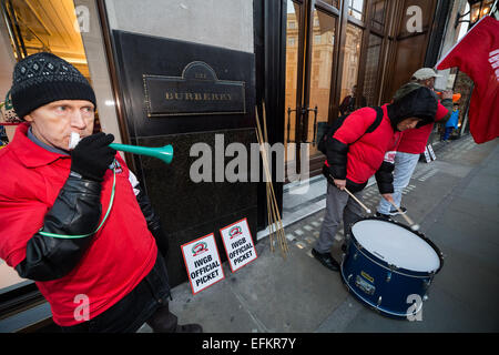 London, UK. 6th Feb, 2015. IWGB Cleaners Protest for Living Wage outside Burberry Credit:  Guy Corbishley/Alamy - Stock Photo