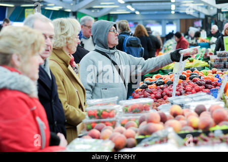 Leicester Fruit And Vegetable Market . - Stock Photo