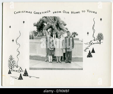 Usa. 12th Dec, 2014. CIRCA 1950s: Reproduction of an antique photo shows military family background on Memorial - Stock Photo