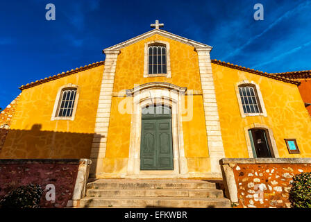 chapelle du village de roussillions vaucluse en provence france 84 - Stock Photo