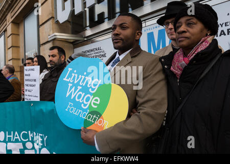 London, UK. 6th February 2015.  Demonstrators stage a protest calling for the living wage to be paid to staff, outside - Stock Photo