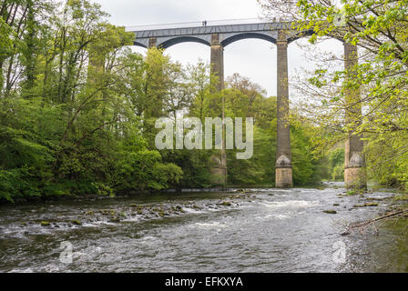 Pontcysyllte aqueduct the longest and highest in Britain carries the Llangollen Canal over the river dee - Stock Photo