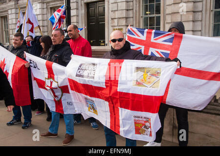 London, February 8th 2015. Muslims demonstrate outside Downing Street  'to denounce the uncivilised expressionists - Stock Photo