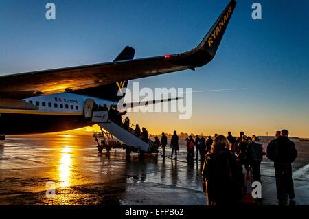 Bristol, UK. Bristol Airport, England. Passengers boarding a Ryanair flight to Dublin at sunrise. Credit:  Richard - Stock Photo