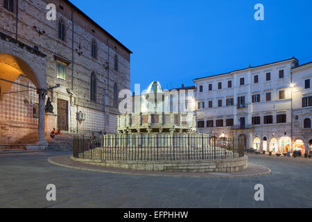 Fontana Maggiore in Piazza IV Novembre at dusk, Perugia, Umbria, Italy, Europe - Stock Photo