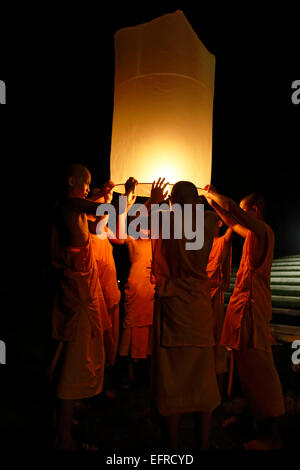 Buddhist monks releasing lanterns, Yeepeng Lanna International Lantern Festival, Lanna Dhutanka, Chiang Mai, Thailand - Stock Photo