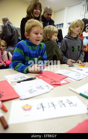 Washington, DC, USA. 9th Feb, 2015. Children learn Chinese calligraphy during a cultural activity to celebrate the - Stock Photo