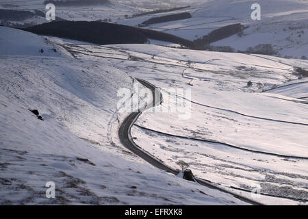 The A537 'Cat and Fiddle' road between Macclesfield and Buxton in winter,  dubbed one of Britain's most dangerous - Stock Photo
