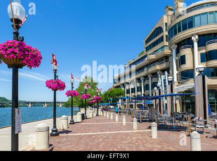 Waterfront cafes and restaurants in the Washington Harbor development, Georgetown, Washington DC, USA - Stock Photo