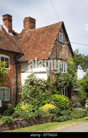 Traditional English Village Cottage with Climbing plants ... Quaint English Cottages