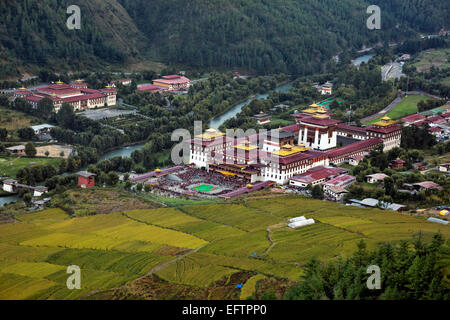 BHUTAN - The Wang Chhu Valley with fields up to the walls of the Trashi Chhoe Dzong, (principle seat of government - Stock Photo