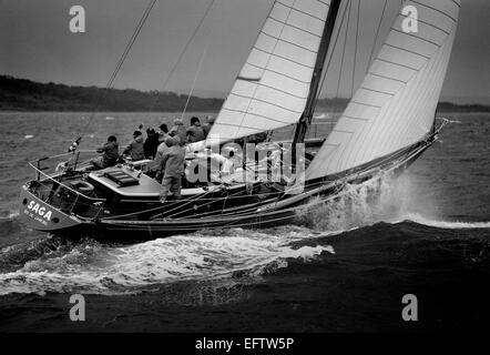 AJAX NEWS PHOTOS - 1973 - ADMIRAL'S CUP - 2ND INSHORE RACE - BRAZIL'S SAGA PUNCHES THROUGH A ROUGH WESTERN SOLENT. - Stock Photo