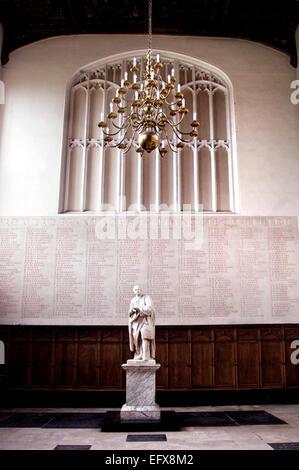 Cambridge, England, UK. Trinity College Chapel - the antichapel. Statue (1755) of Sir Isaac Newton - Stock Photo