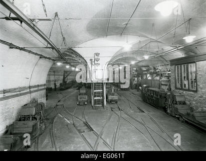 Post Office Railway - car depot and workshop. It ran for 22 hours a day from 1927 - 2003 and at its peak it employed - Stock Photo