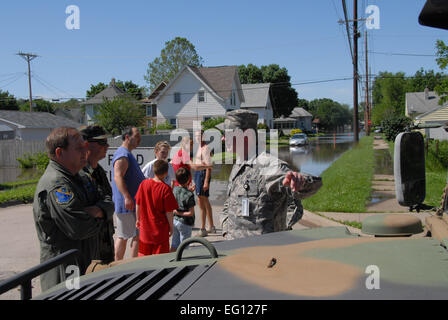 U.S. Air National Guard Col. Brian Miller foreground left, discusses traffic flow problems caused by rising flood - Stock Photo