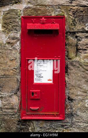 Red Victorian wall mounted post box still in use in Edinburgh, Scotland, UK - Stock Photo