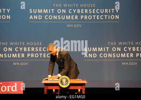 California, USA. 13th Feb, 2015. U.S. President Barack Obama signs an executive order during the White House summit - Stock Photo