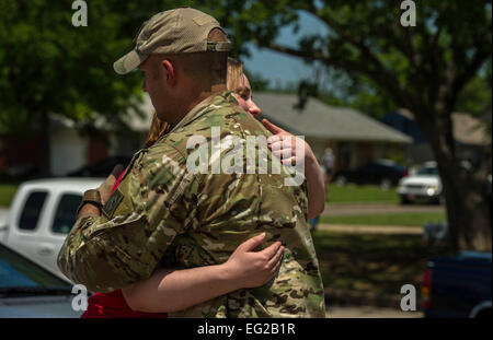 Elise Hopkins expresses her appreciation to Capt. Van Blaylock, 146th Air Support Operations Squadron joint terminal - Stock Photo