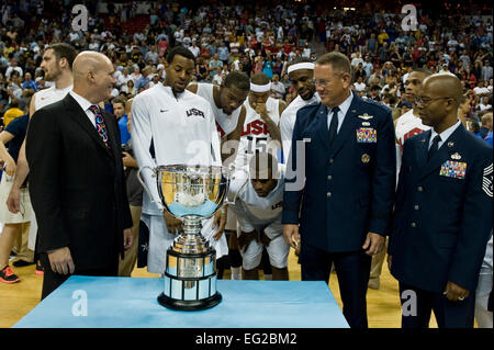 Maj. Gen. Bill Hyatt and Chief Master Sgt. Robert Ellis stand with Andre Iguodala, the U.S. Olympic Men's Basketball - Stock Photo