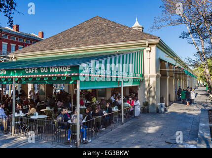 The famous Cafe du Monde coffee shop in the French Quarter, New Orleans, Louisiana, USA - Stock Photo