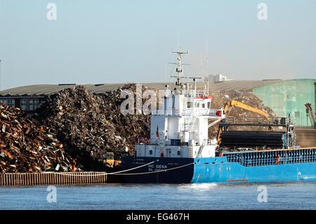Boat loading or unloading scrap metal River Thames London England UK February 2007 - Stock Photo