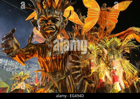 Rio De Janeiro, Brazil. 15th Feb, 2015. Performers from the 'Viradouro' samba school participate in the carnival - Stock Photo