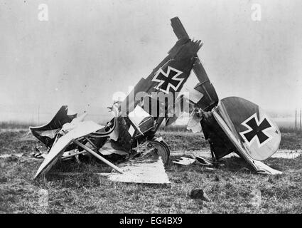 Wreckage of a German Albatross D. III fighter biplane, circa 1917 - Stock Photo