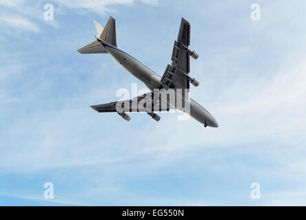 low flying jumbo jet boeing 747 - Stock Photo