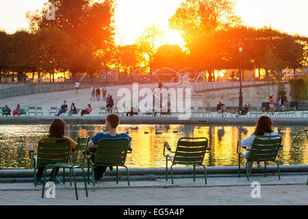 Paris, People relaxing in jardin des tuileries - Stock Photo