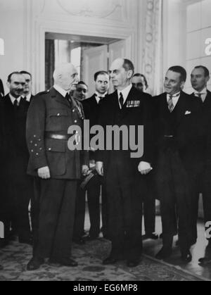 Ambassador William Leahy presenting credentials to Marshal Petain, at Vichy, France. July 8, 1941. While recognition - Stock Photo