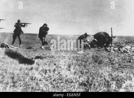 German Einsatzgruppen executing Jews of Kiev near Ivangorod, Ukraine. Photo was intercepted by a postal worker who - Stock Photo